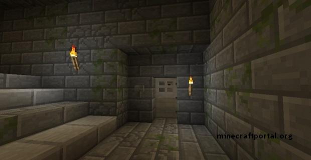 Minecraft крепость - железная дверь с кнопкой рядом, также видны факелы
